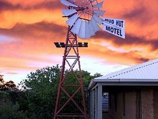 Mud Hut Motel5