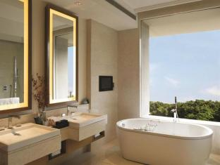 The Oberoi Hotel Gurgaon New Delhi and NCR - Bathroom Facilities
