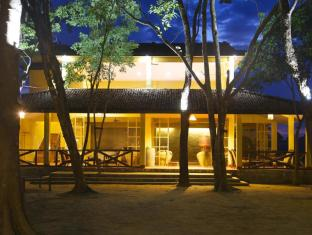 Maruni Sanctuary Lodge Chitwan National Park