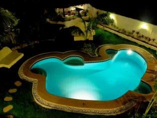 Charts Resort & Art Cafe Panglao Island - Swimming Pool