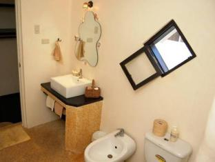 Charts Resort & Art Cafe Bohol - Bathroom