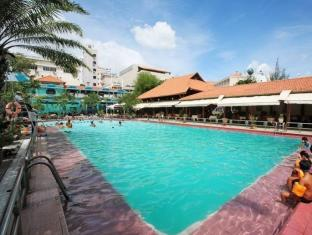 First-Luxury Wing Hotel Saigon Ho Chi Minh City - Swimming pool