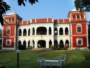 WelcomHeritage Judge's Court - Pragpur
