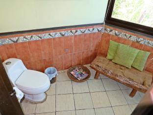 Bohol Bee Farm Hotel Panglao Island - Honeycomb Suite Bathroom
