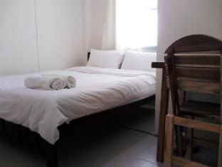 Asoke Montri Hostel Bangkok - Double Bed Private Shared Bathroom