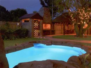 Treetops Guesthouse Port Elizabeth - View of the Swimming Pool
