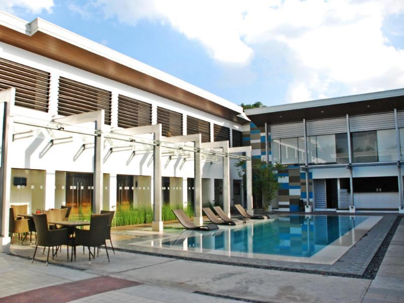 センチュリー ホテル (Century Hotel)