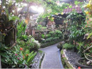 Desak Putu Putera Homestay Bali - Dārzs