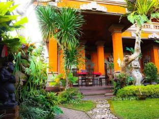 Desak Putu Putera Homestay Бали - Градина