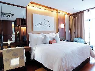 AETAS Residence guestroom junior suite