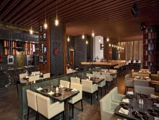 DoubleTree by Hilton New Delhi – Noida – Mayur Vihar New Delhi and NCR - Roadhouse Bar & Grill