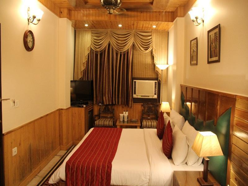 Wood Castle Hotel New Delhi and NCR