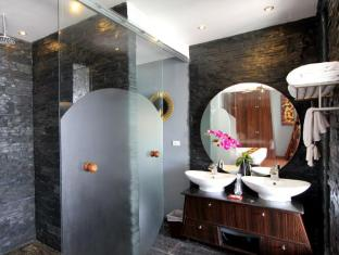 IndoChine Resort & Villas Phuket - Standard with Jacuzzi - Bathroom