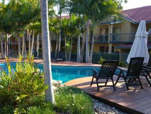 at Beach Court Holiday Villas Isole Whitsunday - Piscina