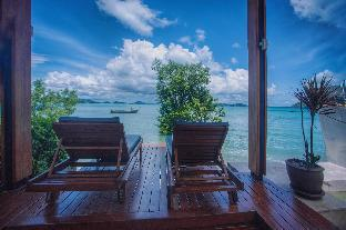 260 degrees sea view with private beach