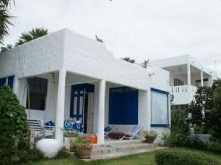 Hua Plee Lazy Beach Hotel guestroom junior suite