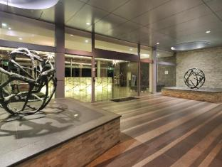 Meriton Serviced Apartments Broadbeach Gold Coast - Entrance