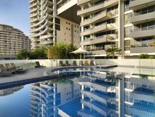 Meriton Serviced Apartments Broadbeach Gold Coast - Outdoor Pool & Spa
