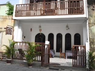 Thenu Rest Guest House Galle - View of the Hotel Entrance