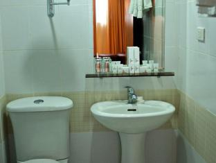 Pinnacle Hotel and Suites Davao City - Bathroom