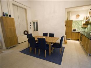 Central Andrassy Avenue Apartment Budapest - Dining Area