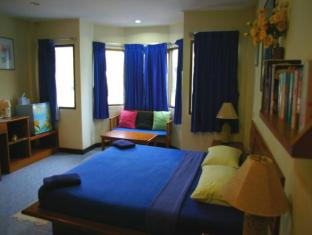 Beshert Guesthouse Phuket - Superior - Hotel Front Room