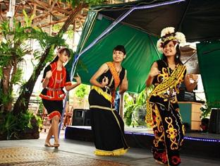 Sinar Serapi Eco Theme Park Resort Kuching - Cultural Dance