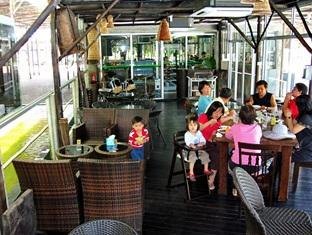 Sinar Serapi Eco Theme Park Resort Kuching - Poolside Cafe