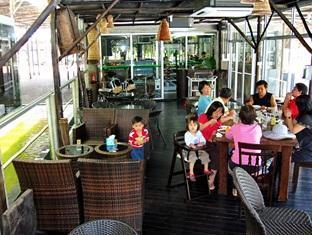 Sinar Serapi Eco Theme Park Resort Kuching - रेस्त्रां