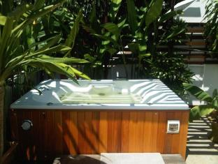 Junior Guesthouse Chiang Mai - Hot Tub