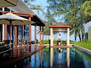 Centara Grand West Sands Resort & Villas Phuket - The club