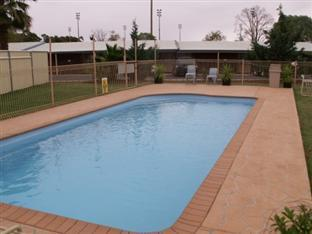 Best guest rating in Parkes ➦ Hotel Gracelands takes PayPal