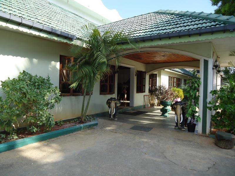 Sea Lotus Park Hotel - Entrance