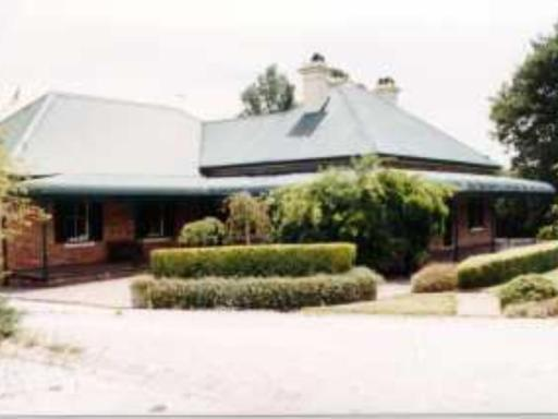 Best guest rating in Moss Vale ➦  takes PayPal