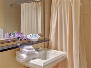 Wyndham Garden Hotel- Newark Airport Newark (NJ) - Bathroom
