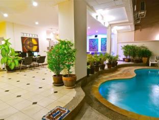Squareone Phuket - Swimmingpool