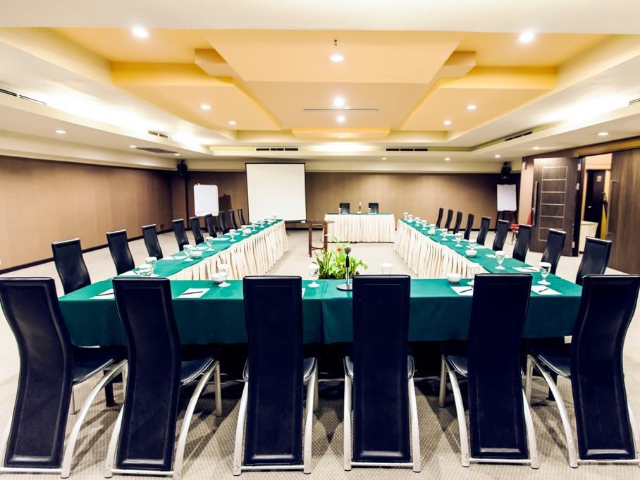 Orchardz Hotel Industri - Meeting Room