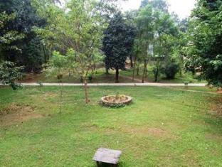 Royal Park Hotel Chitwan National Park - Vrt
