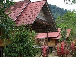 Khaosok Palmview Resort guestroom junior suite