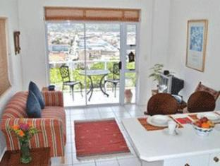 Fish Hoek Luxury Self-Catering Apartments Cape Town - Studio Apartment Lounge