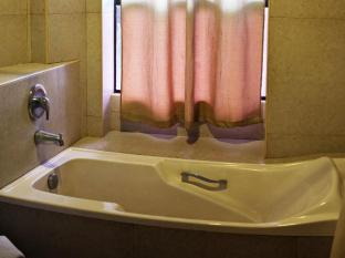 North Palm Hotel and Garden Davao City - Salle de bain