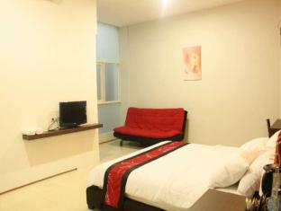 Feliz Guest House Surabaya - Suite Room