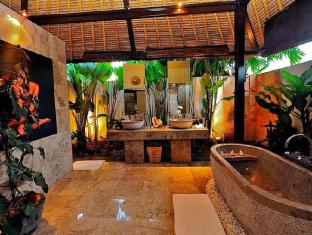 The Zala Villa Bali Bali - Bathroom with Tropical Garden