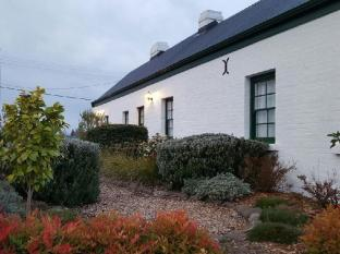 Richmond Barracks Cottages Hobart - Garden
