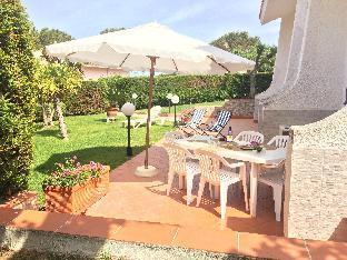 Royal Bay Apart-Villa w/ private access to the sea