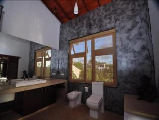 La Villa Sanctuary Colombo - Master Suite Bathroom