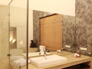 La Villa Sanctuary Colombo - The Wash Room in the Master Suite