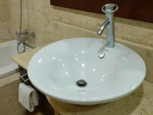 Hollywood Suites Mactan Island - Junior Suite Bathroom