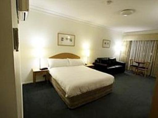 Carlyle Suites & Apartments hotel accepts paypal in Wagga Wagga