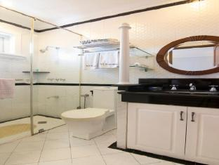V.I.P. Suite Hotel Manila - Bathroom